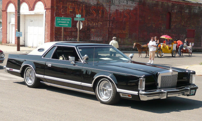 1107 Lrmp 1969 Lincoln Mark Iii 1981 Lincoln Town Car besides 1969 Lincoln Continental likewise Lincoln Continental Mark V 1974 together with File 1972 Presidential Limousine  Washington DC likewise 1983 Lincoln Continental Pictures C13599. on 1969 lincoln town car