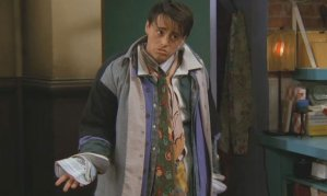 friends_302_joey_chandlers_clothes