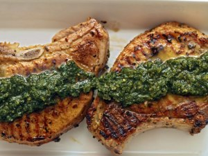 thyme-rubbed-pork-chops-with-pesto
