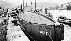USS_Nautilus_USS_O-12