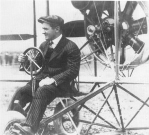 Lincoln_Beachey_in_his_plane