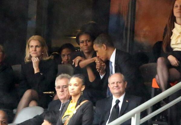 Obama Michelle kissing hand