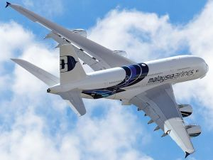 Airbus_A380-841,_Malaysia_Airlines