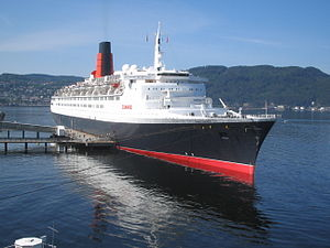 RMS_Queen_Elizabeth_2_in_Trondheim_2008