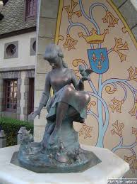 statue of Cinderella at Disney