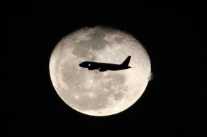 plane-moon-bogota