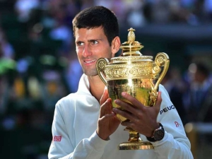 novak-djokovic-with-wimbledon-crown