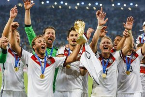 world-cup-2014-champions-germany-trophy